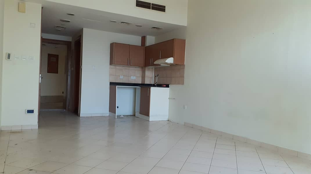 Large size Studio With Parking in Lago Vista tower C