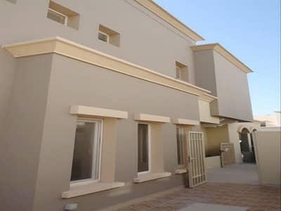 فیلا 3 غرف نوم للايجار في الينابيع، دبي - Close to Pool & Park | Easy Access to Entry & Exit