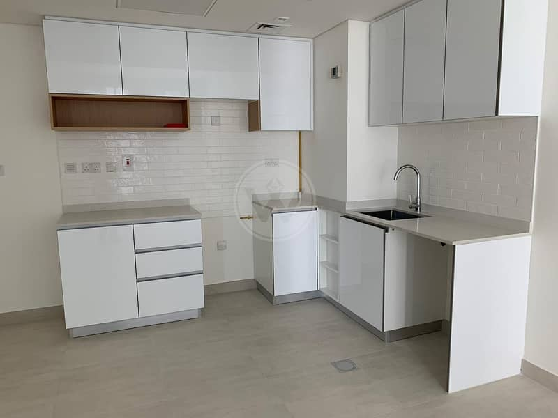 2 High floor    Brand new  development   Be the first occupant