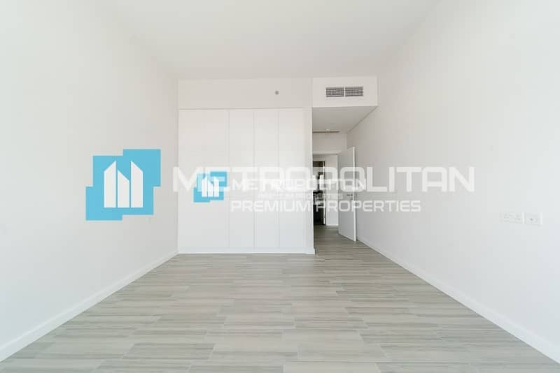 1 bed/Corner Unit/Large Living Space/Vacant Now