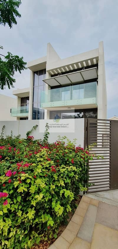 فیلا 4 غرف نوم للبيع في تاون سكوير، دبي - Pay 85 k and Own corner villa near to move in ready community