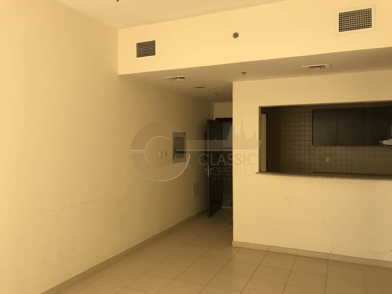 Hot Deal|1 Bedroom| Balcony |Queue Point