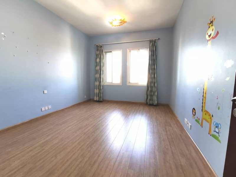 Spacious 3bedroom with maids room