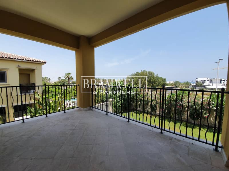 2 Sea View 4 Bedroom Villa with Landscaped Garden!