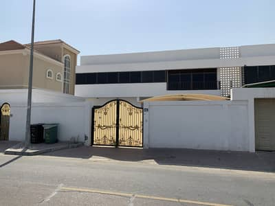 6 Bedroom Villa for Rent in Jumeirah, Dubai - A Large Local Style Renovated Villa First Wsael RD For Rent