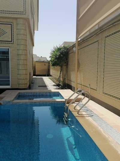 6 Bedroom Villa for Sale in Al Falaj, Sharjah - Villa with a very special location and a large area for luxury lovers at an attractive price