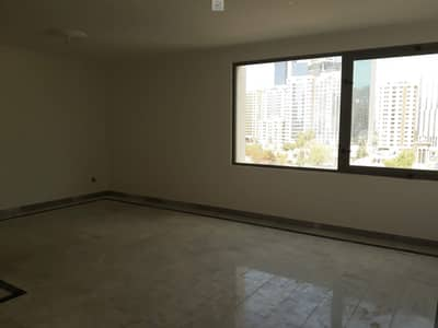 3 Bedroom Apartment for Rent in Al Khalidiyah, Abu Dhabi - Spacious 3-Bedrooms + Living And Dinning Room + Maids Room and Store in Al Khalidiya - Abudhabi