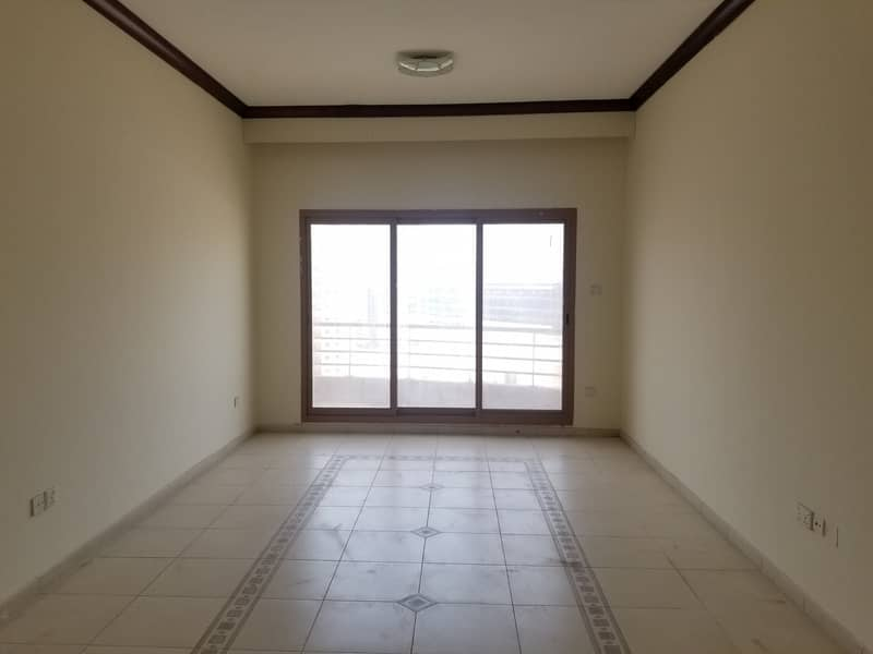 WESTERN STYLE HUGE SIZE A. C FREE 1BHK 10 MINTS TO STADIUM METRO WITH GYM POOL PARKING + 15 DAYS FREE ONLY IN 38K