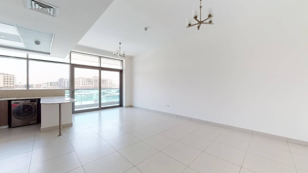 2 Pool View | Close to Transport | Brand New