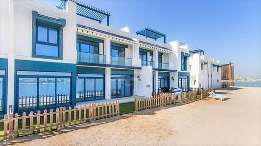 5 Bedroom Villa for Rent in Palm Jumeirah, Dubai - Beautiful beachfront villa  with the great price