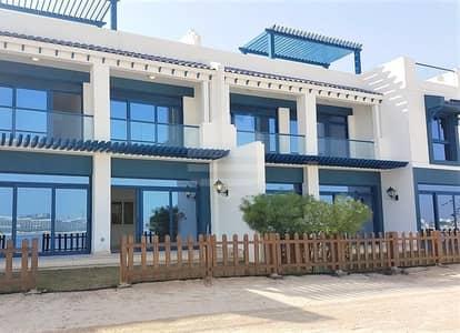 5 Bedroom Villa for Rent in Palm Jumeirah, Dubai - Luxury beachfront villa with Burj Al Arab view