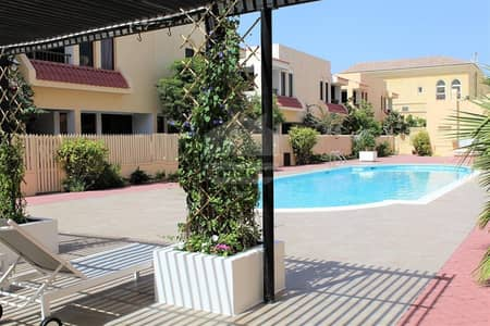 4 Bedroom Townhouse for Rent in Jumeirah, Dubai - Compound villa with maid room near to pool