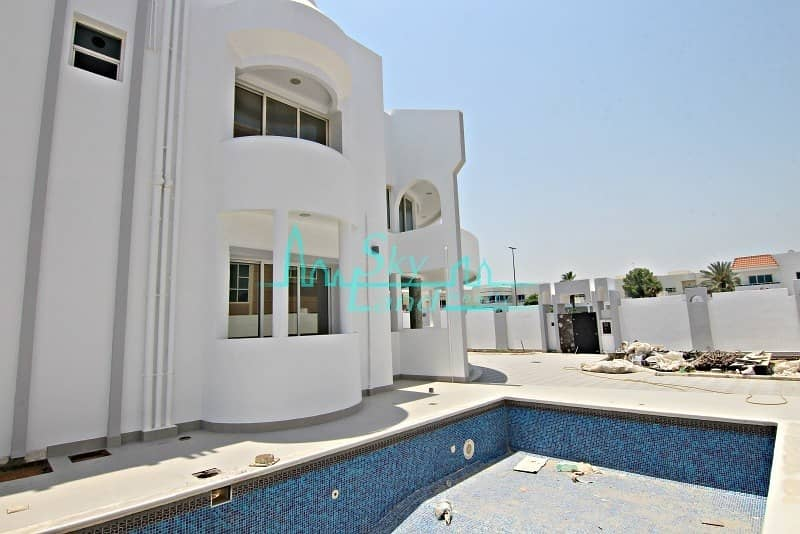 2 Renovated 5 Bed Villa With A Private Pool
