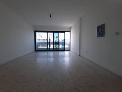 استوديو  للايجار في شارع حمدان، أبوظبي - شقة في شارع حمدان 38000 درهم - 4613797