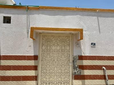4 Bedroom Villa for Rent in Al Sabkha, Sharjah - 1