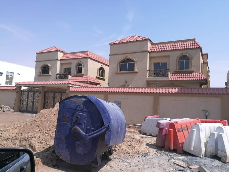 Villa for rent with distinctive close to the services and the neighbor street Villa for rent