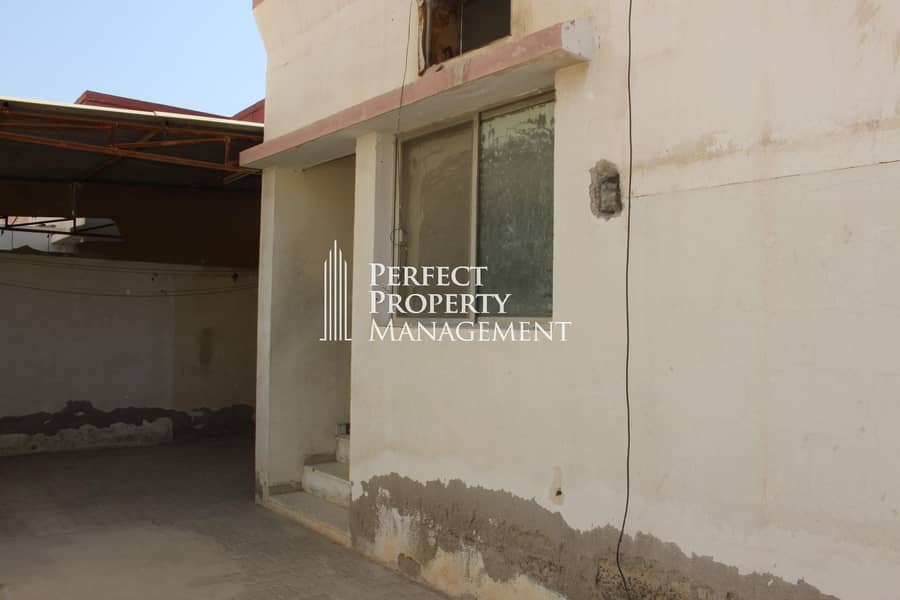 2 Very good location : 2 bedroom Arabic house for rent near Chocolala in Khuzam road
