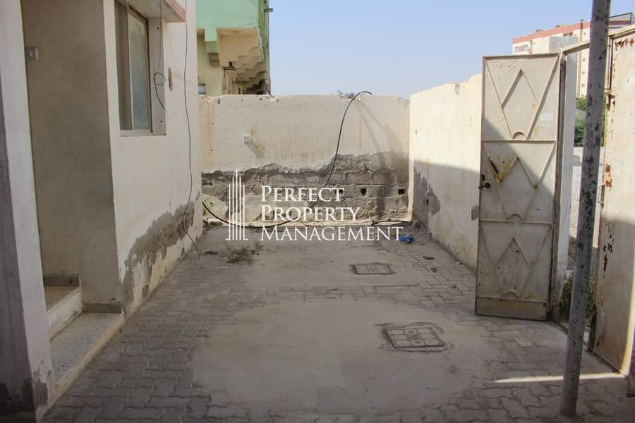 10 Very good location : 2 bedroom Arabic house for rent near Chocolala in Khuzam road