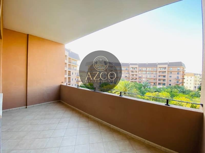 2 HUGE STUDIO WITH BALCONY    READY TO MOVE