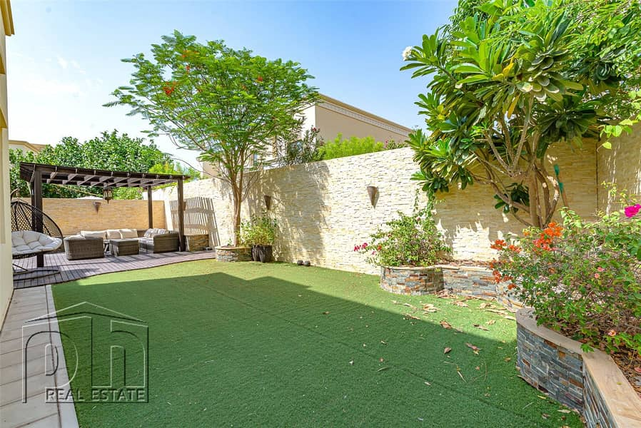 Type 5 vacant on transfer and close to the pool and park