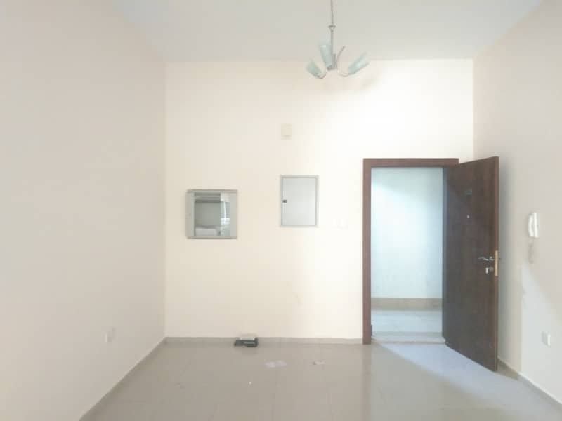 BEHIND TO NMC BACK SIDE 2BHK 40K 4 CHEQS WARDROBES AND BALCONY AVAILABLE 1 PARKING FREE