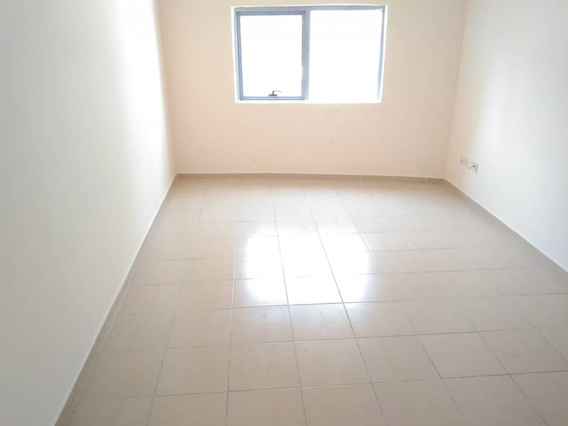 BEHIND TO NMC  HOSPITAL BACK SIDE 1BHK 31K WARDROBES WITH BALCONY 4 TO 6 CHEQS