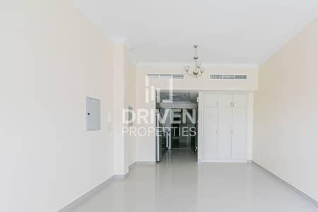 Studio for Rent in Jumeirah Village Circle (JVC), Dubai - Cozy Studio Apartment in a Prime Location