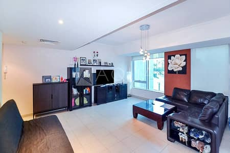 Large 1 Bed in Prime Location | Marina View