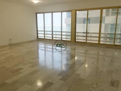 شقة 3 غرف نوم للايجار في شارع الكورنيش، أبوظبي - Grandly Spacious Family Residence for an Economical Rate