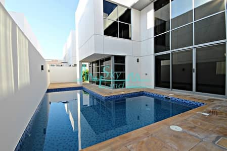 Contemporary  well lit 5 bed with private pool