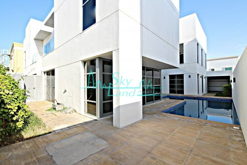 2 Contemporary  well lit 5 bed with private pool