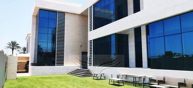 5 Bedroom Villa for Rent in Umm Suqeim, Dubai - BEACH FRONT & GORGEOUS 5BR VILLA FOR RENT