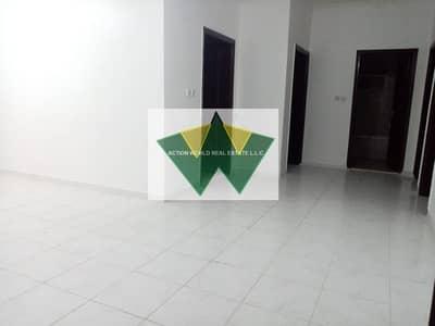 فلیٹ 3 غرف نوم للايجار في بني ياس، أبوظبي - Pivt Entce 3Bhk Apt Nice Living Hall  With 2 Bath