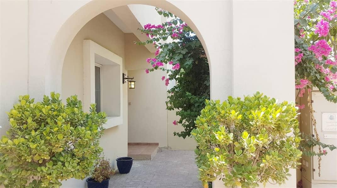 Amazing 3BR+Study Villa in Alma 1