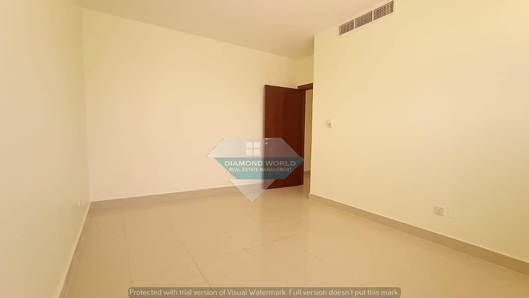 شقة في شارع دلما المشرف 3 غرف 55000 درهم - 4619617