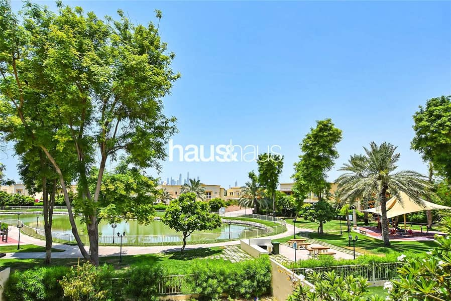 Well-maintained | Lake backing | Close to Park
