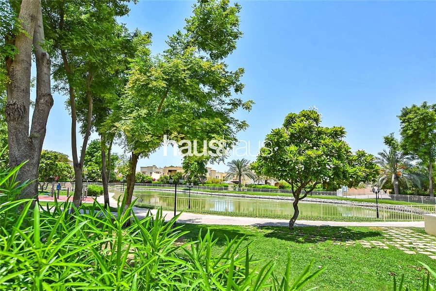 10 Well-maintained | Lake backing | Close to Park