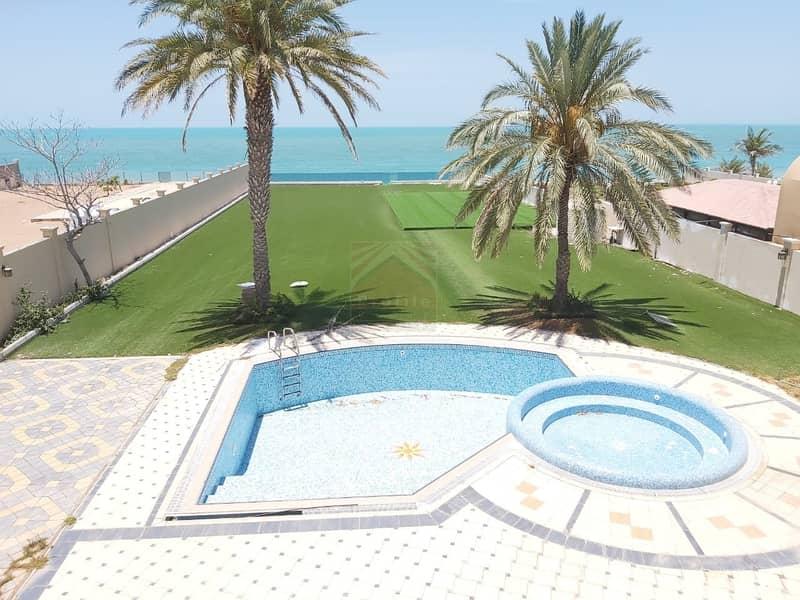 Exquisite 4 bedroom villa in Royal Marina