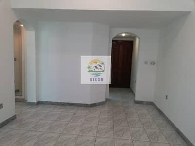 شقة 1 غرفة نوم للايجار في منطقة النادي السياحي، أبوظبي - Spacious flat in central A/C & gas