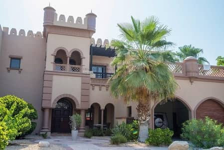 3 Bedroom Villa for Sale in Palm Jumeirah, Dubai - Best  priced  Canal Cove Villa! End unit