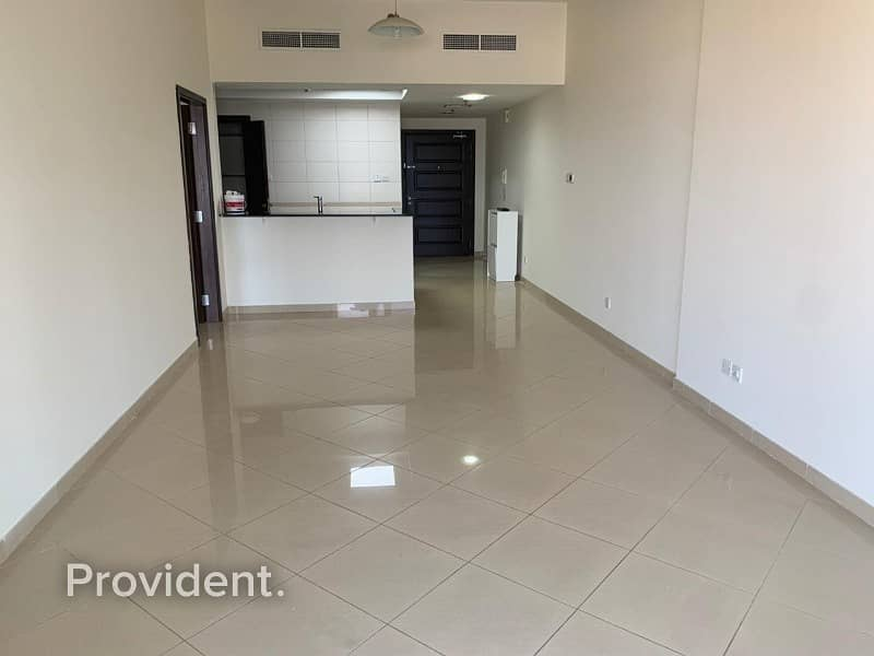 14 Bright and Spacious unit | Chiller Free