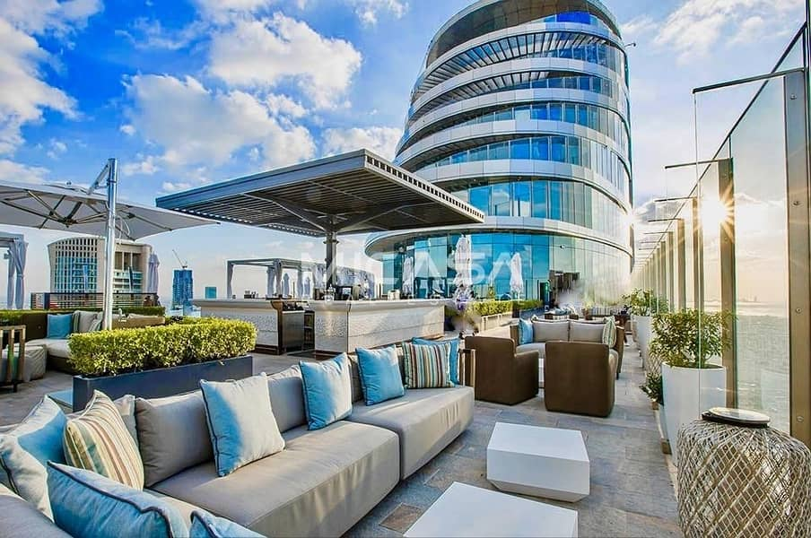 16 Extravagant Penthouse ||Thrilling Views ||C La Vie Sky bar!