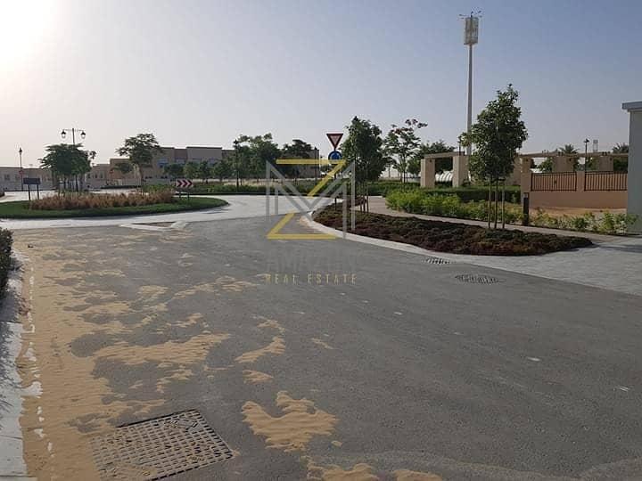 2  Near Park & Pool