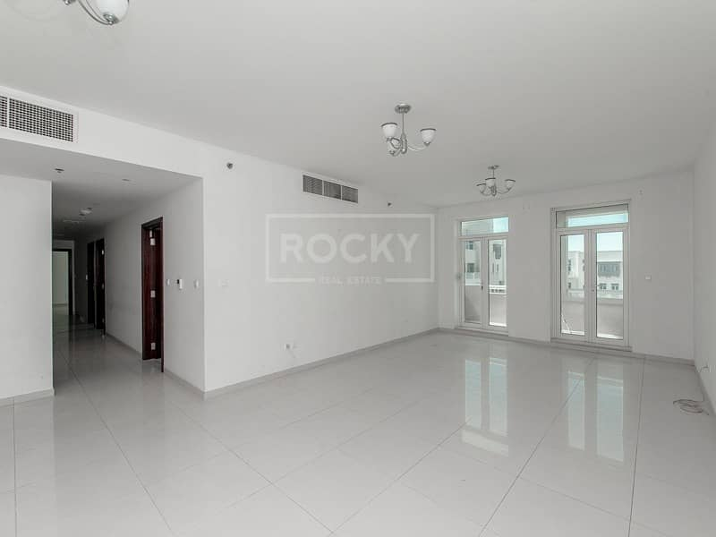 2 Garden View | Spacious 3 Bed | Closed Kitchen