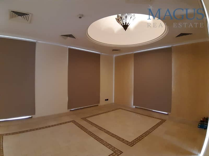 Luxury Fitting 4 BR + M  | Kamoon Old Town
