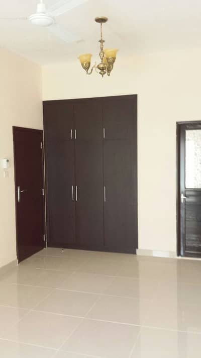 Spacious 1 Bed room hall flat in Salem Sheikh Building in Satwa from now onwards