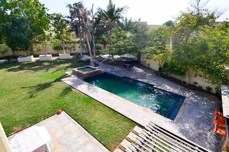 Four Bed + Maid's Villa For Sale In Popular Meadows