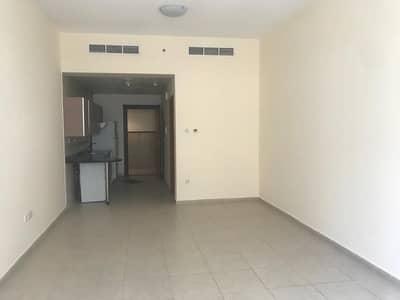 استوديو  للايجار في واحة دبي للسيليكون، دبي - شقة في أبراج القصر واحة دبي للسيليكون 23000 درهم - 4631838