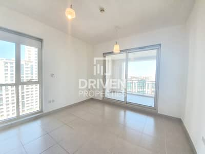 Canal View 1 Bedroom Apartment in Tanaro