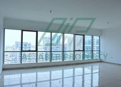 شقة 4 غرف نوم للايجار في الزاهية، أبوظبي - شقة في الزاهية 4 غرف 90000 درهم - 4632406